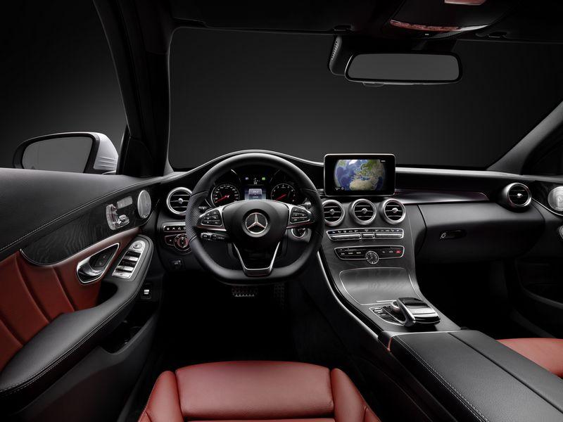 Lire l'article «Mercedes dévoile la planche de bord de la future Classe C»