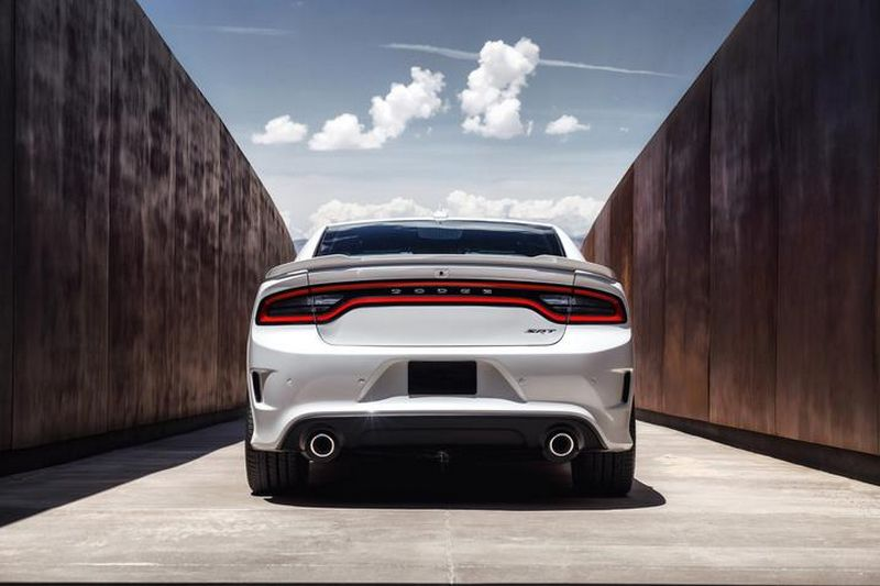 Lire l'article « Dodge Charger SRT Hellcat : la berline la plus puissante du monde »