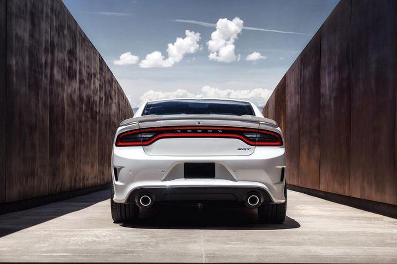 Lire l'article «Dodge Charger SRT Hellcat : la berline la plus puissante du monde»