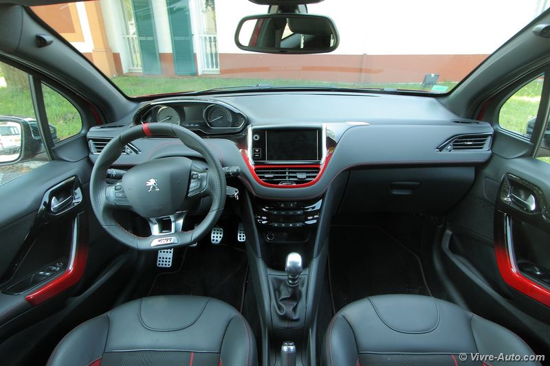 Essai peugeot 208 gti thp 200 for Interieur 208 gti