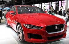 vivre-auto-salon-paris-2014-stand-jaguar-03
