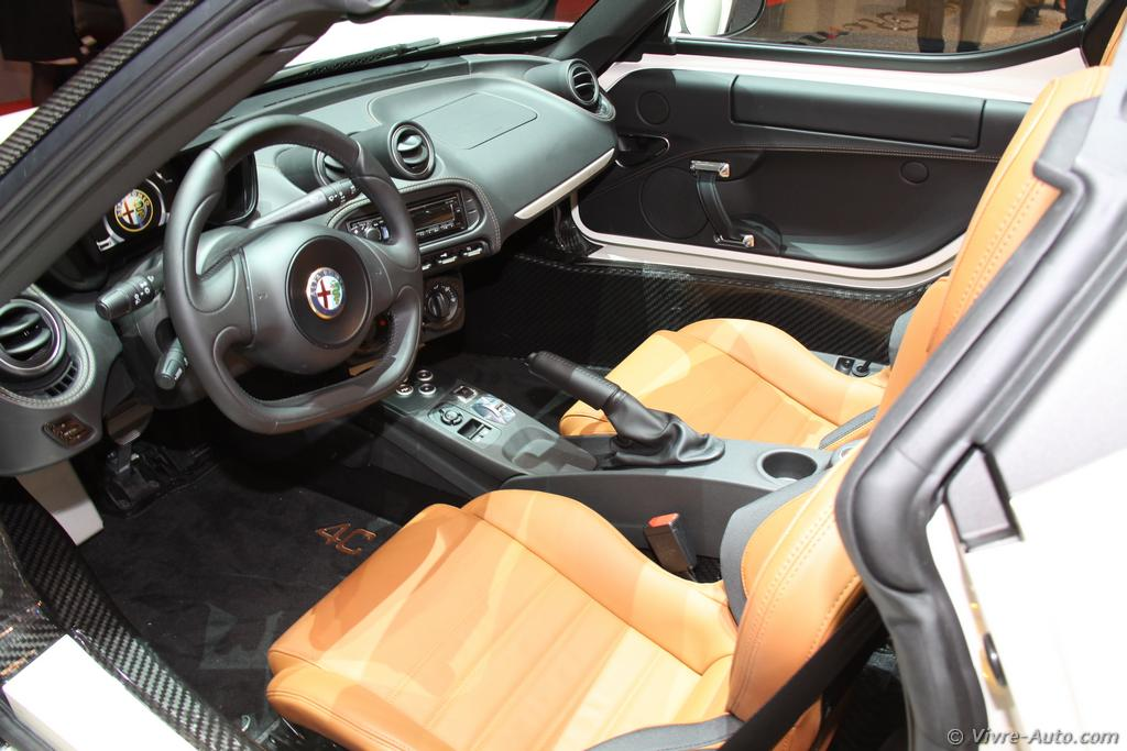 Lire l'article «Genève 2015 : les photos de l'Alfa Romeo 4C Spider»