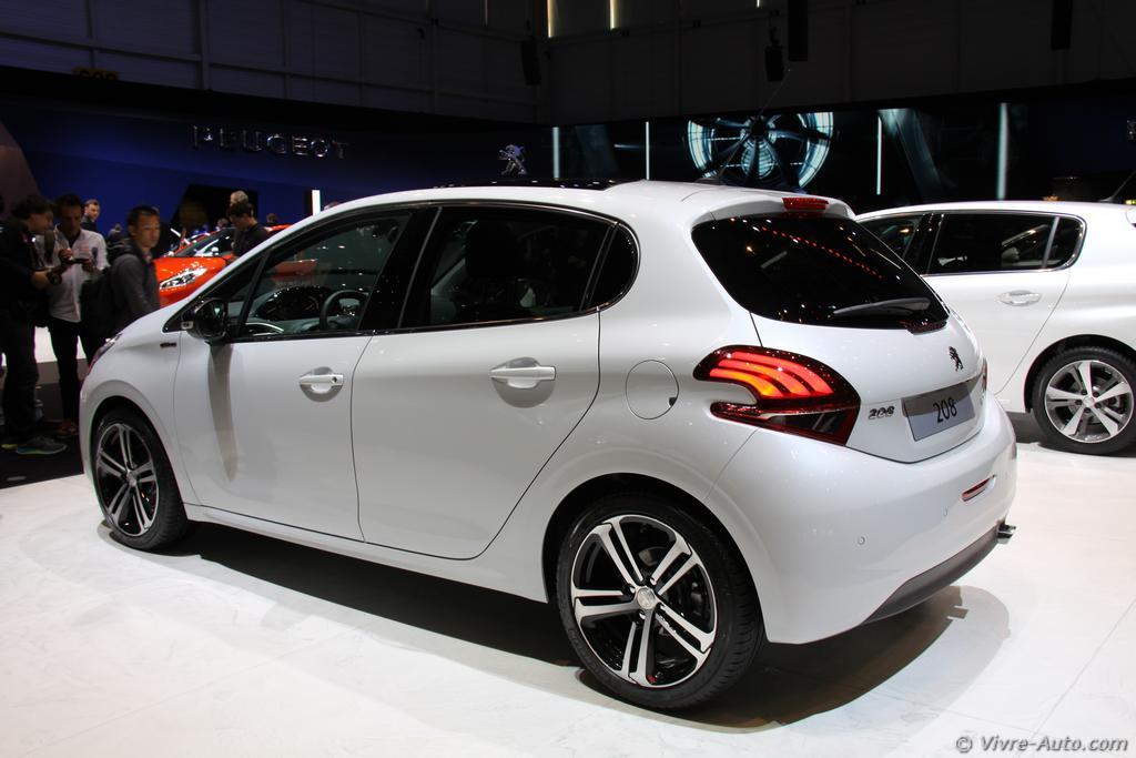 Lire l'article «Genève 2015 : les photos du stand Peugeot»