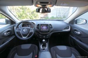 Jeep Cherokee 2015 intérieur - essai Vivre Auto