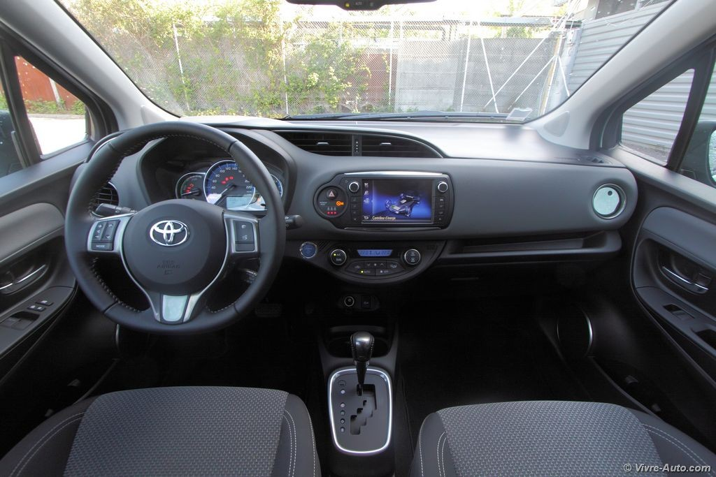 essai toyota yaris hybride la citadine made in france. Black Bedroom Furniture Sets. Home Design Ideas