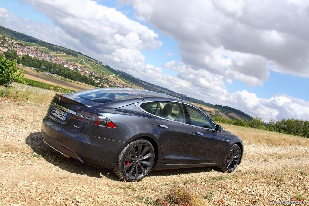 Lire l'article «Essai Tesla Model S P85D, avion de chasse électrique»