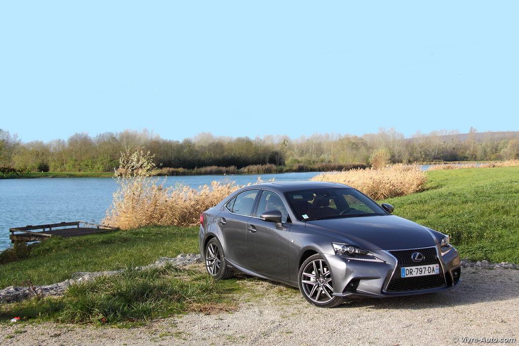 Lire l'article «Essai Lexus IS 300h, une alternative aux routières Diesel»