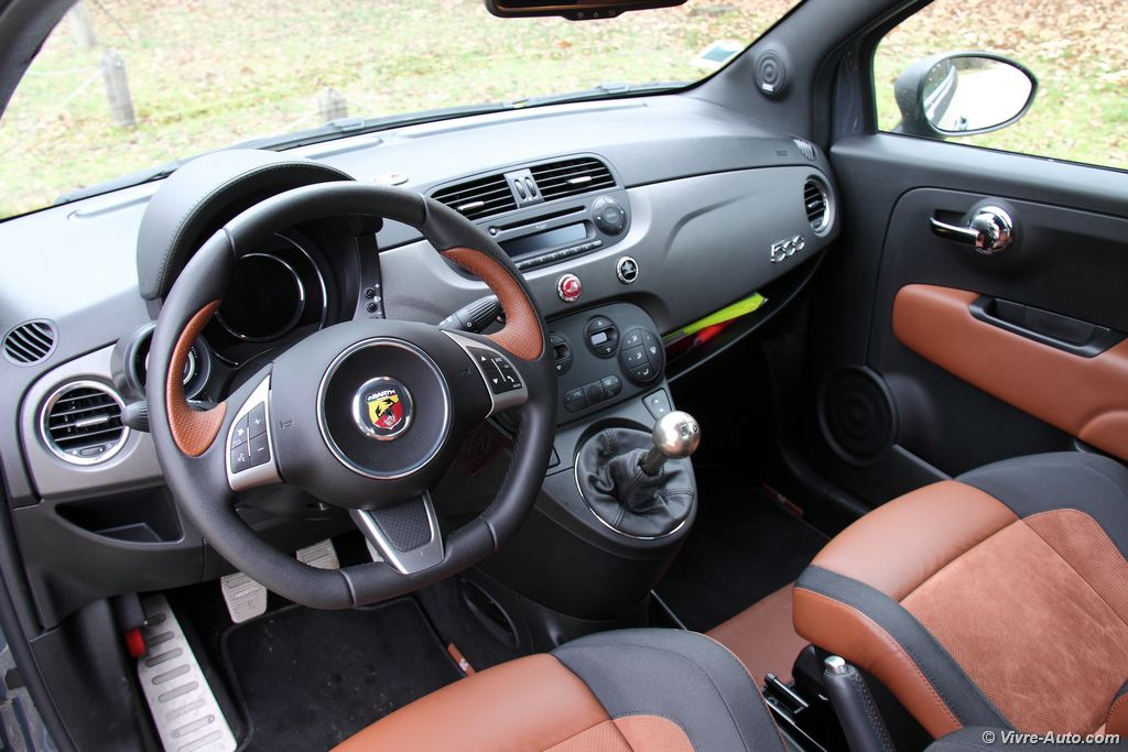 Essai abarth 595 competizione 180 ch le kart par excellence for Karting interieur