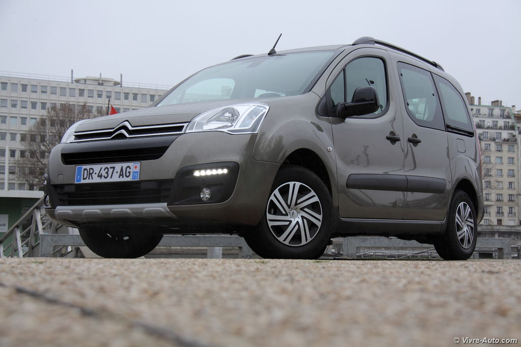 Lire l'article « Essai Citroën Berlingo 2015 BlueHDi 100, très malin ! »