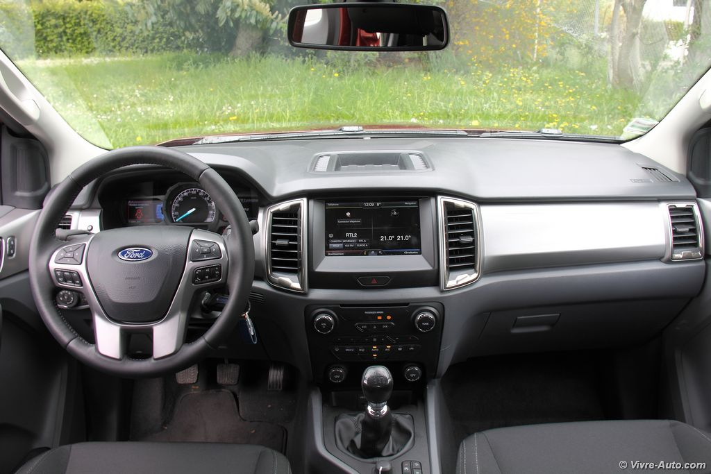 Essai ford ranger 2016 super cab tdci 160 for Interieur ford ranger