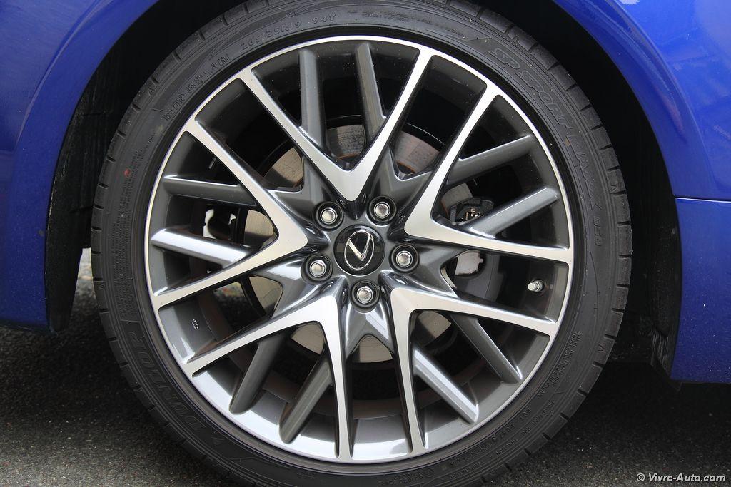 Lire l'article «Essai Lexus RC 300h F-Sport Executive, unique en son genre»