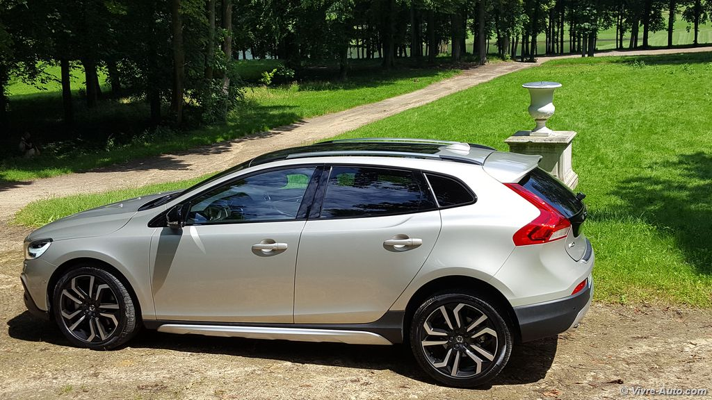 Lire l'article « Essai Volvo V40 2016 & V40 Cross Country 2016, prise en main »