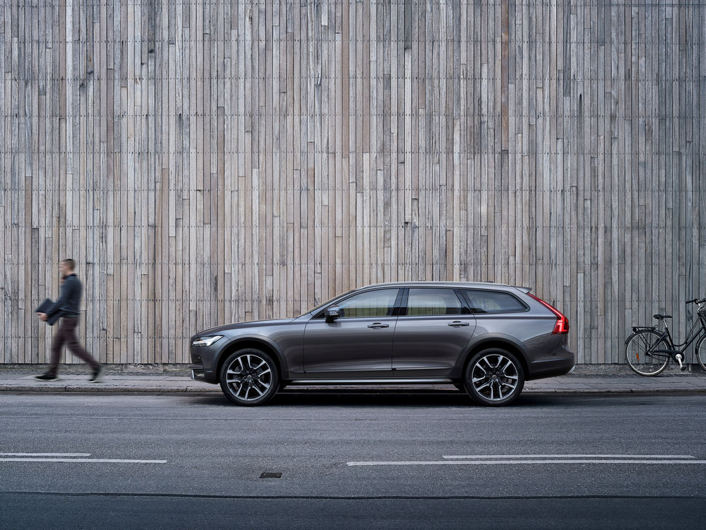 Lire l'article « Volvo V90 Cross Country »