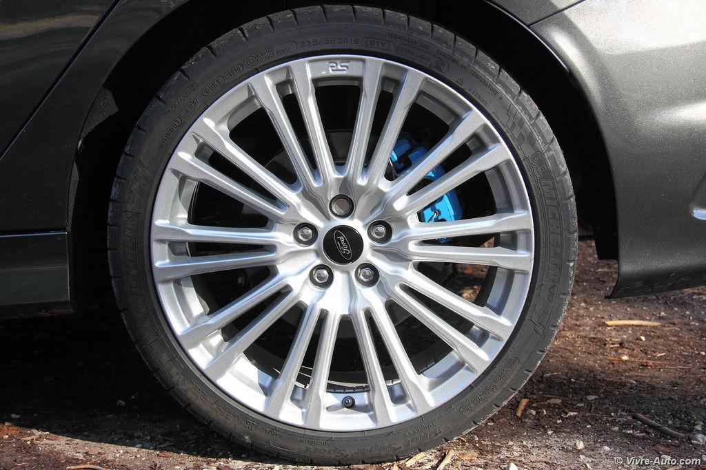 Lire l'article «Essai Ford Focus RS 2016, plaisir et sportivité»