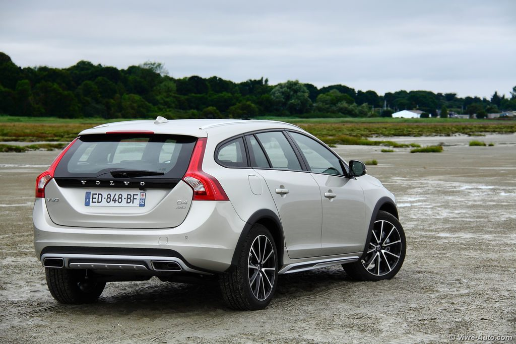 essai volvo v60 cross country d4 awd le s rieux scandinave. Black Bedroom Furniture Sets. Home Design Ideas